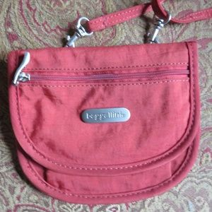 Red crossbody mini Baggallini bag, nwot